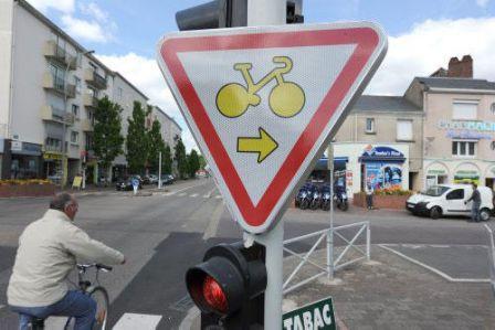 Panneau cycliste feu rouge