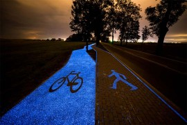 Piste-cyclable-lumineuse-bleue-Pologne-2.jpg